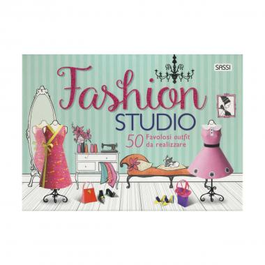 Fashion studio con 50 favolosi outfit da realizzare